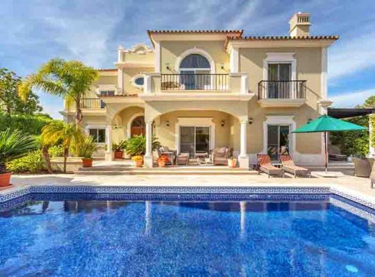 Hotel bilder: Vale do Garrao Villa Sleeps 8 Pool Air Con WiFi