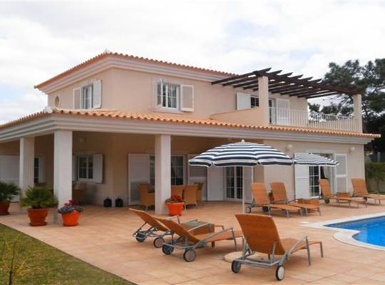 Hotel bilder: Vale do Garrao Villa Sleeps 10 Pool Air Con