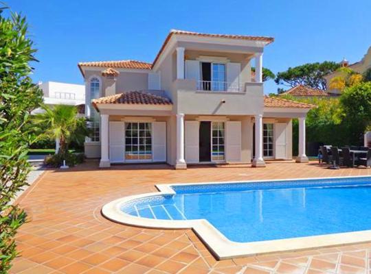 Hotel bilder: Vale do Garrao Villa Sleeps 8 Pool Air Con