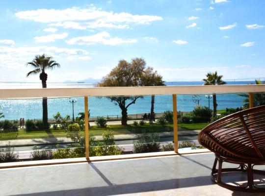 รูปภาพจากโรงแรม: 6 persons seaview Athens Riviera