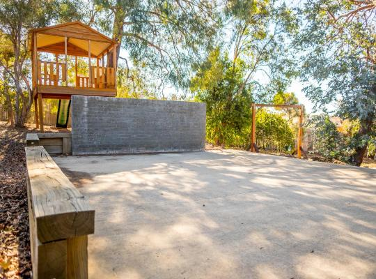 Zdjęcia obiektu: Pearce Family Friendly Home 5 BR w/ Playground