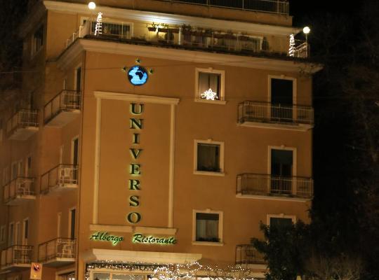 होटल तस्वीरें: Hotel Universo