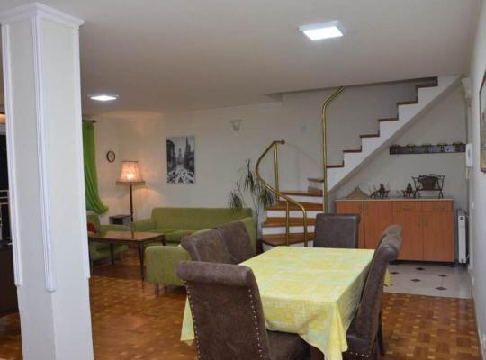 ホテルの写真: Apartman Jelena