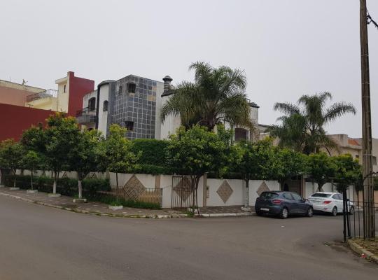 Otel fotoğrafları: Grande villa dans un quartier tres calme