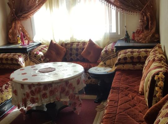 होटल तस्वीरें: Appt meublé riad el oulfa