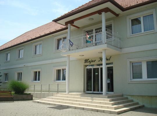 รูปภาพจากโรงแรม: Major Hotel És Palóc Apartmanház