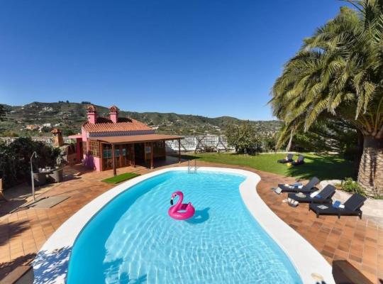 Képek: Santa Brigida Villa Sleeps 14 Pool