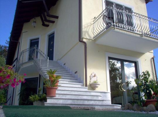 Hotel photos: Affittacamere Luna Rossa