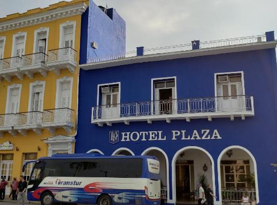 Хотел снимки: E Plaza