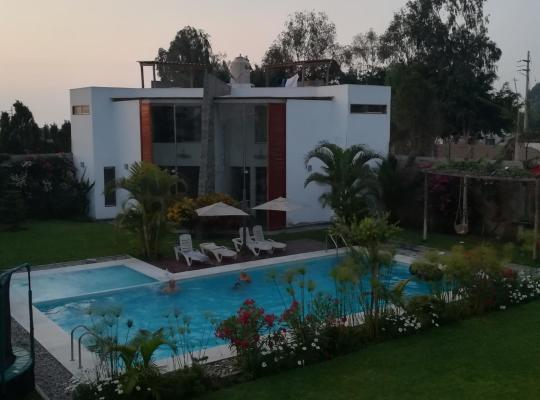 Hotelfotos: Bungalows privado con piscina en chincha