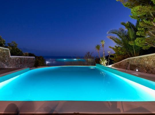 Foto dell'hotel: Luxury Villa Chara with Private Pool