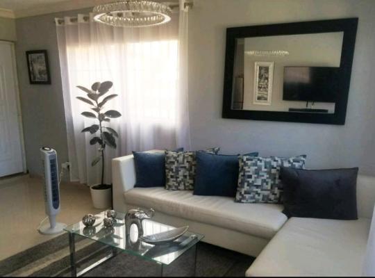Fotos de Hotel: Beautiful 2 Bedroom Apartment