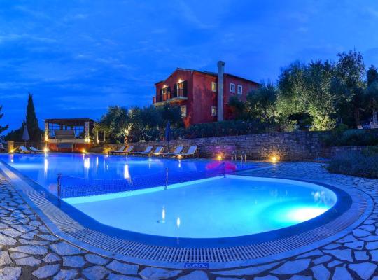 Фотографии гостиницы: Bella Vista Villas & Suites
