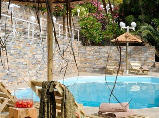 Képek: Kymothoi Rooms & Pool Bar
