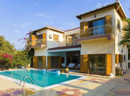 Hotel bilder: Kyrenia Hill Sea View Villa
