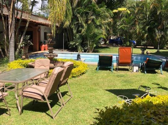 Hotel bilder: Villa con jardín y piscina en Oaxaca , cerca del centro histórico y del aeropuerto