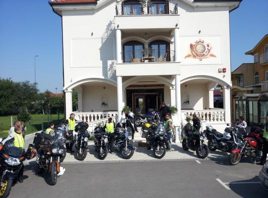 Otel fotoğrafları: Hotel Villa Viktorija