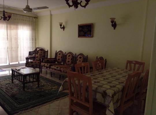 Hotel foto 's: شقه مفروشة 3غرف نوم سوبر لوكس للعائلات مدد طويله