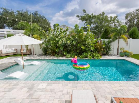 Fotos de Hotel: NEW! Key West STUNNER with Backyard OASIS!