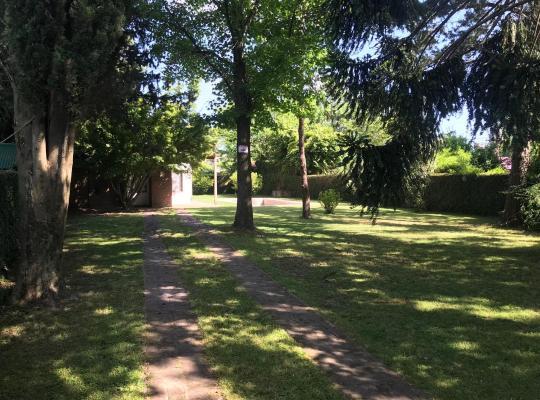 ホテルの写真: House with beautiful garden in City Bell