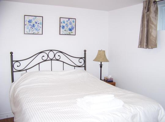 Photos de l'hôtel: Charming One-bedroom apartment, close to the airport, WIFI, Parking