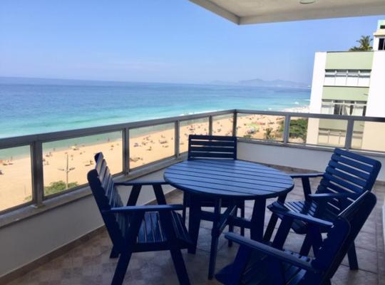 Φωτογραφίες του ξενοδοχείου: Apto na Barra ocean front