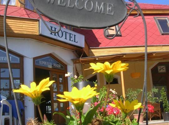 Hotel photos: Alpokalja Panzió Étterem