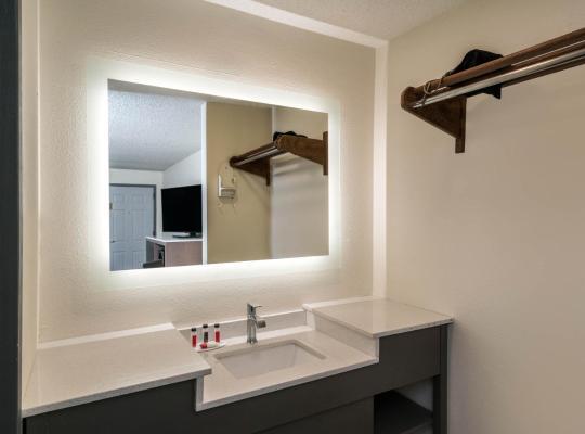 होटल तस्वीरें: Baymont by Wyndham Franklin
