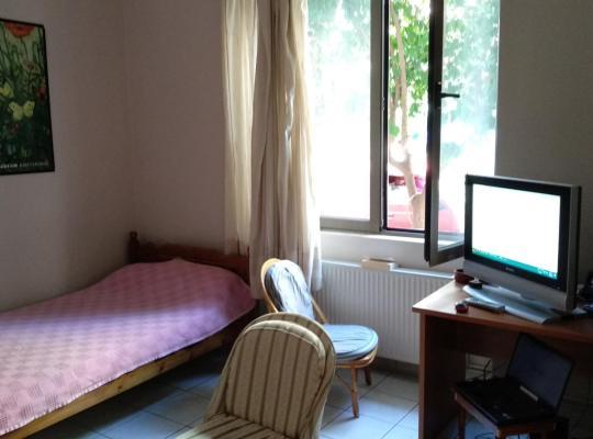 Otel fotoğrafları: A huge, comfy, spacious room close to everywhere