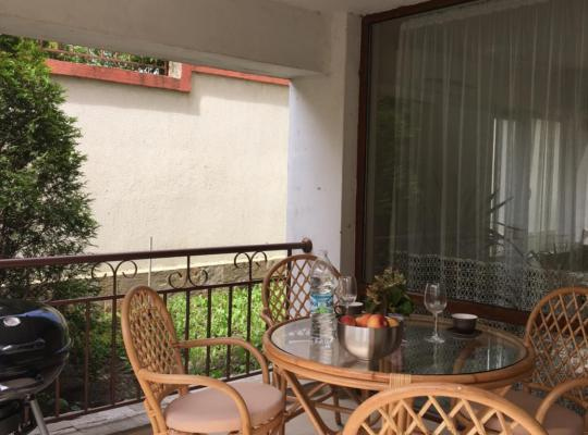 Fotos de Hotel: тристаен апартамент в зелен комплекс
