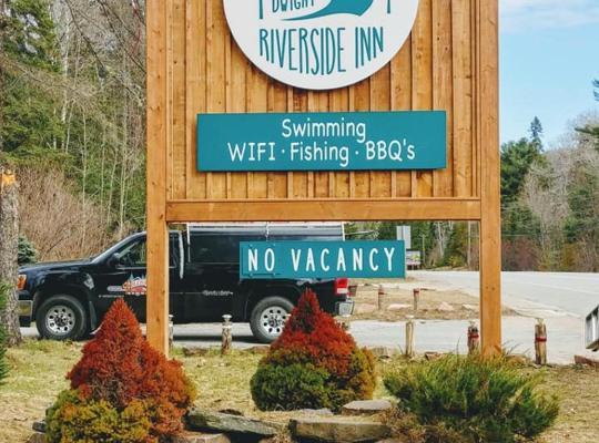 รูปภาพจากโรงแรม: Dwight Riverside Inn