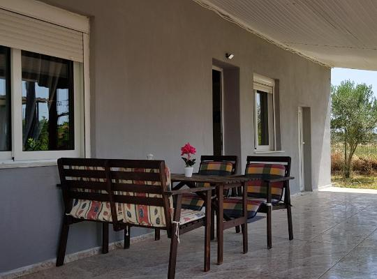 Foto dell'hotel: Peaceful detached house for 6 with 500sq.m. garden, 500m from the beach