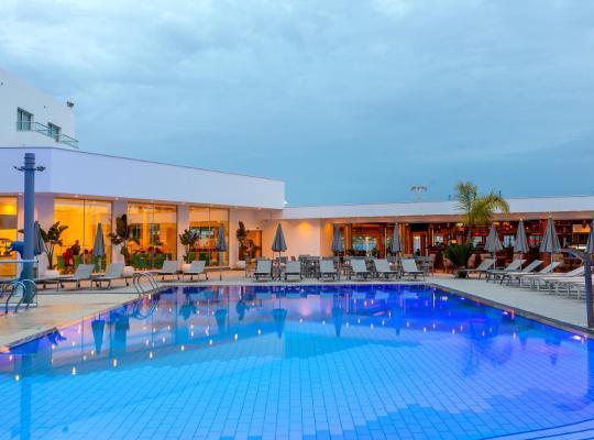 Hotel photos: Limanaki Beach Hotel & Suites