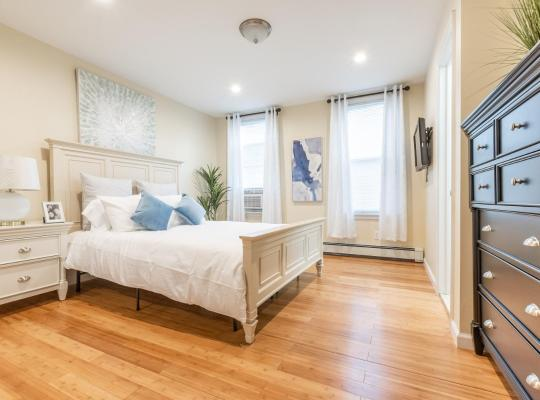 Fotografii: Beautiful 3 Bed 2 Full Bath / 15 Min Manhattan / Free Parking / Washer and Dryer