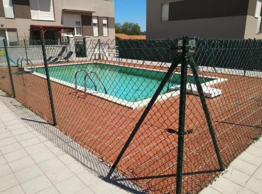 Φωτογραφίες του ξενοδοχείου: Estupendo Apartamento 2 habitaciones con piscina y aparacamiento privado