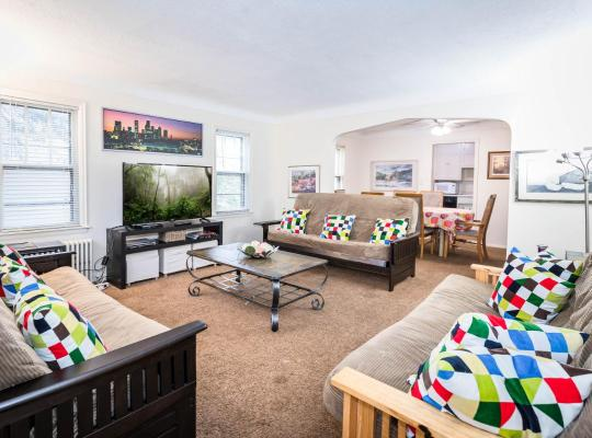 Фотографии гостиницы: J13E Southwest 4+ Bedroom- 2 Bathroom Sleeps 10 to 15 Room for Everyone!