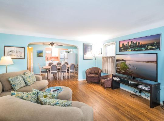 Фотографии гостиницы: J14W Southwest 3 bedroom 1 bath. Main floor bed and bath. Limited mobility friendly. Sleeps 6-10