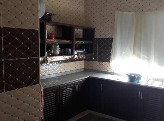 होटल तस्वीरें: اربد _ المغير