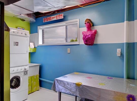 Fotos de Hotel: West Seattle Suite Shagalicious - 1 Bath Studio Apartment in Seattle