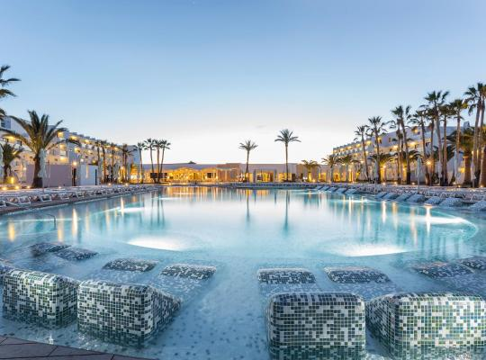 Хотел снимки: Grand Palladium White Island Resort & Spa - All Inclusive 24h