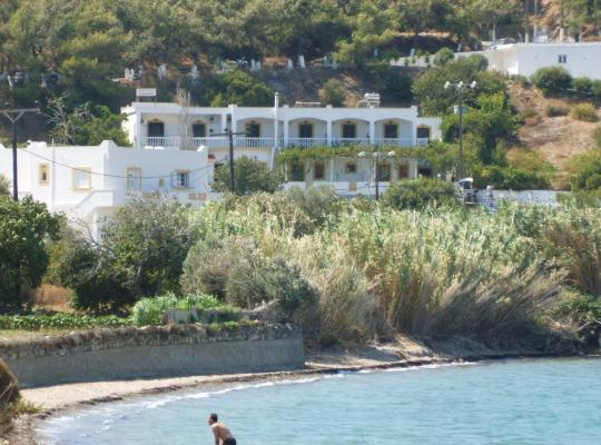תמונות מלון: Akrogiali Rooms & Studios
