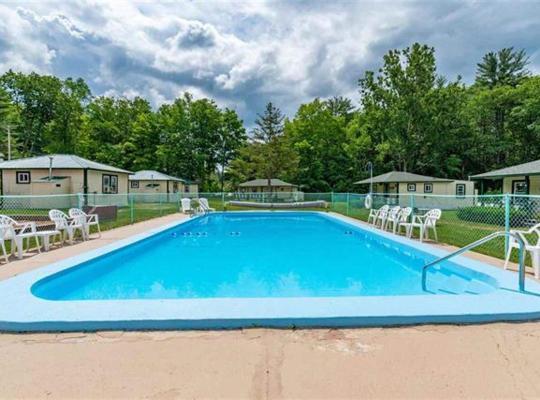 Фотографии гостиницы: Perry's Motel and Cottages