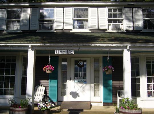 Фотографии гостиницы: White Trellis Motel