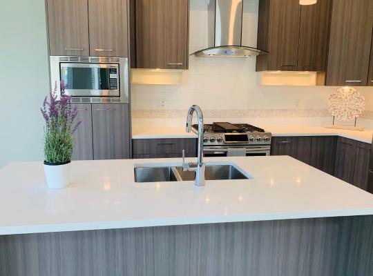 Fotos do Hotel: Brand New 3 BR Home Near Tsawwassen Mills/Ferry