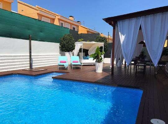 Hotel photos: Miramar bed & breakfast - con piscina - en casa compartida