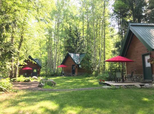 รูปภาพจากโรงแรม: Across the Creek Cabins