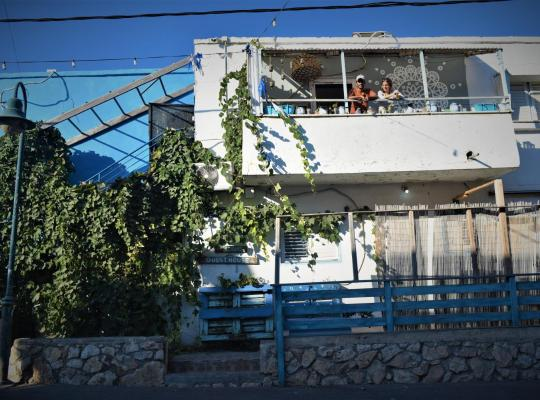 Hotel bilder: Juha's Guesthouse - Zarqa Bay