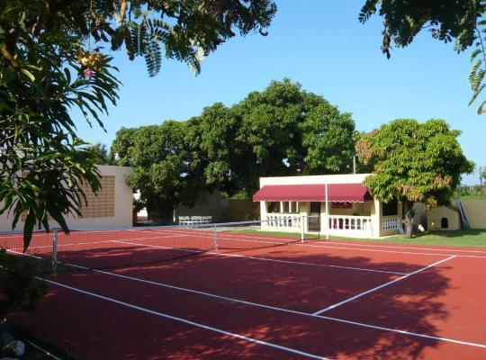 Fotos de Hotel: Bungalow In Tropical Garden With 2 Pools & Tennis