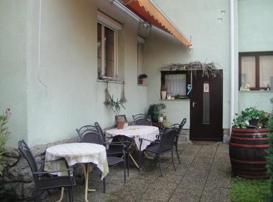 ホテルの写真: Rohonci Vendégház