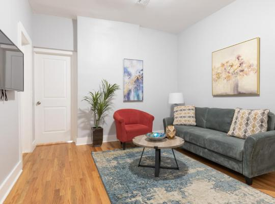 호텔 사진: Brand New Renovated Sleeps 8 Easy Access to Manhattan